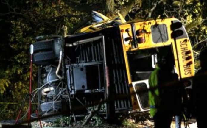У США шкільний автобус потрапив у моторошну аварію: загинули щонайменше 6 дітей