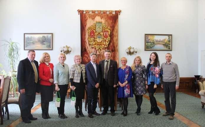 Делегація Інституту Конфуція КНЛУ відвідала Чернівецький національний університет