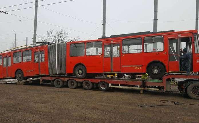 До Чернівців прибули перші тролейбуси, закуплені на торгах