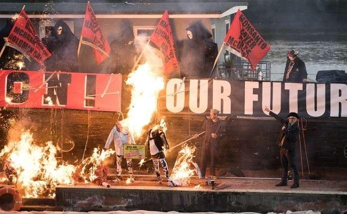 У Британії спалили спадщину Sex Pistols, що коштує до 12,4 млн доларів