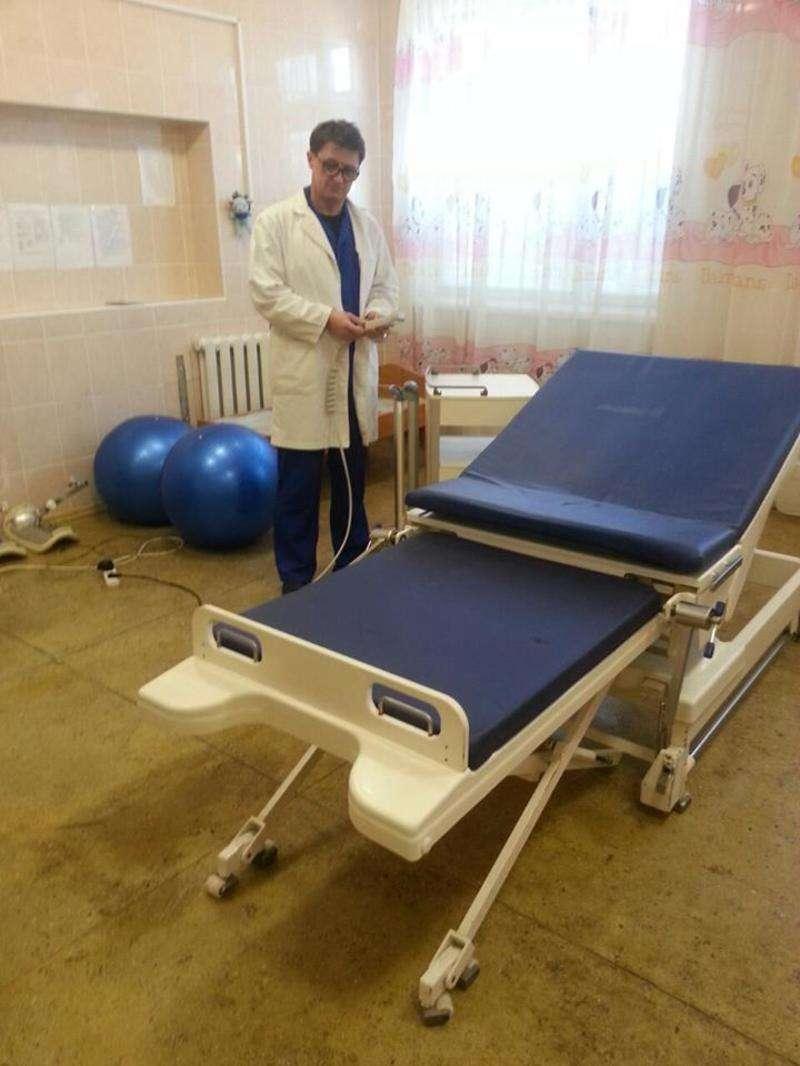 Кіцманська ЦРЛ отримала меблі для пологового відділення