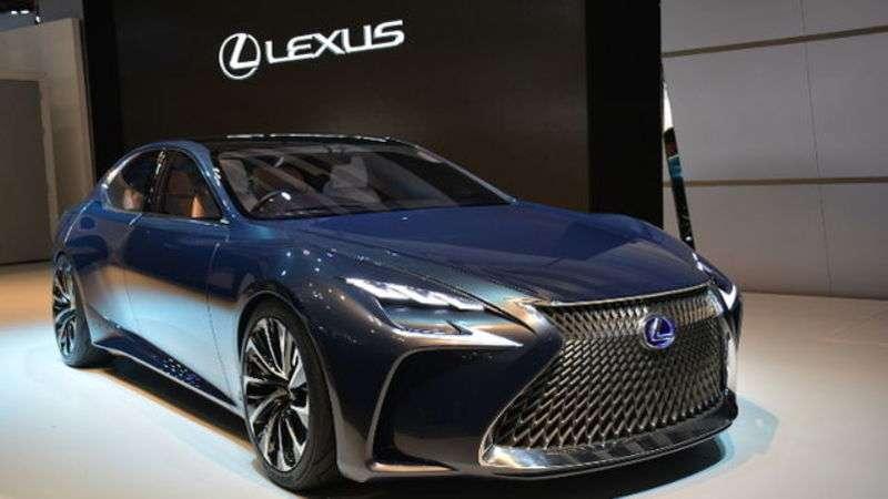 Новий Lexus LS буде їздити на водні
