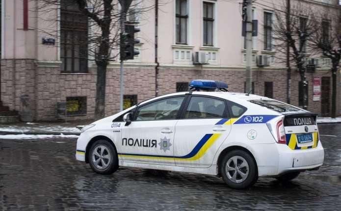 Водій, якого затримали у Чернівцях, покусав поліцейських