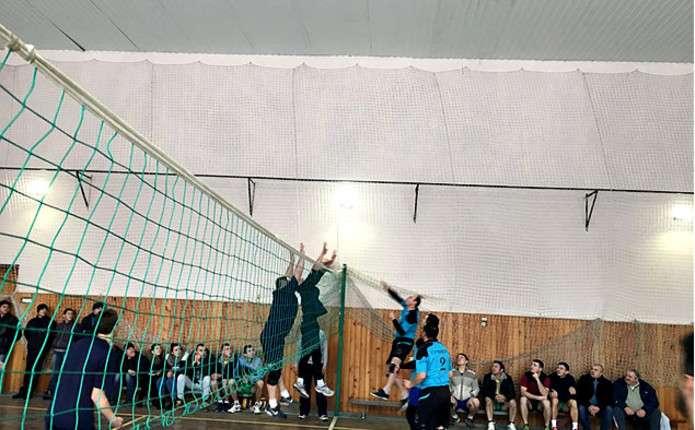 У місті Герца пройшов відкритий кубок району з волейболу