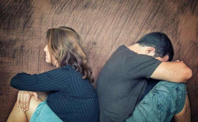 Чому ми продовжуюмо нещасливі стосунки