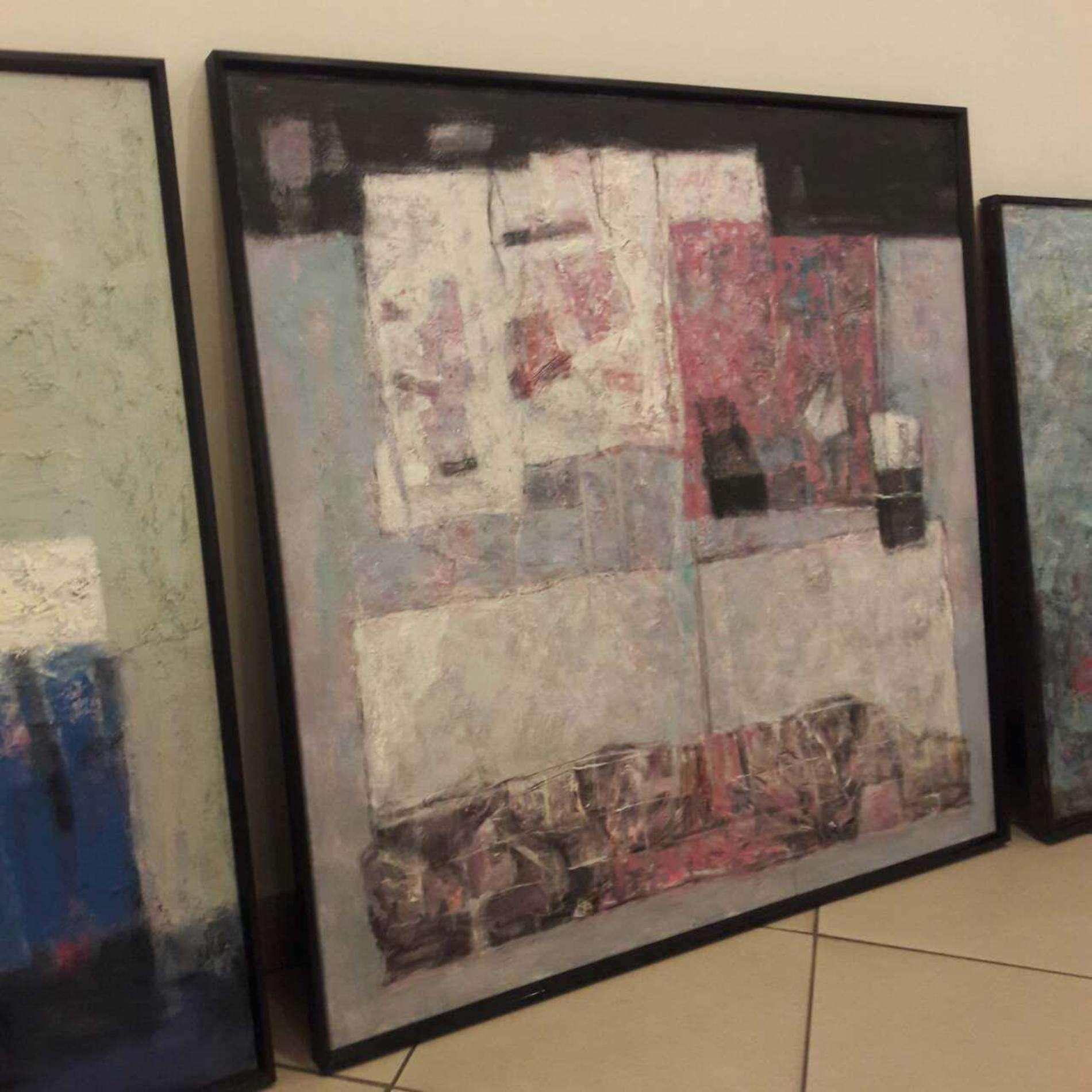 У Вернісажі триває підготовка до виставки абстрактного мистецтва