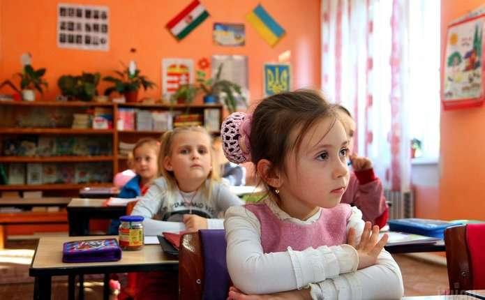 Урядухвалив перехід українських шкіл на 12-річне навчання