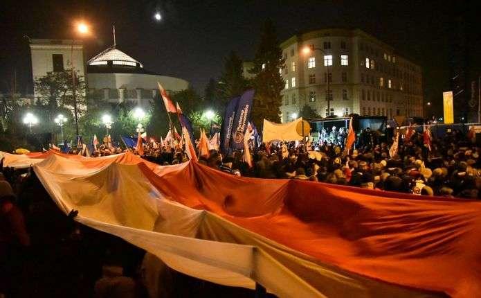 У Польщі протестувальники заблокували будівлю парламенту