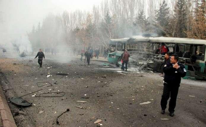 В результаті теракту у Туреччині загинули 13 військових, ще 48 дістали поранення