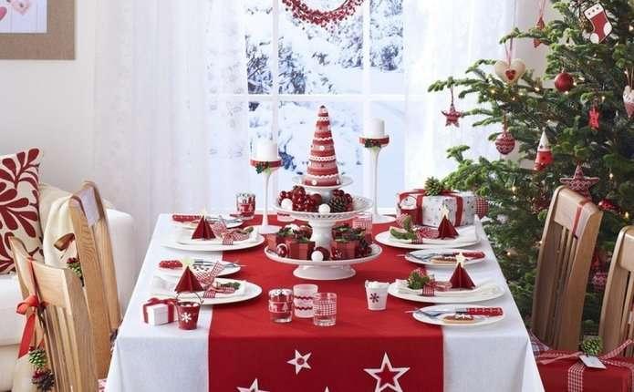 Стіл на Новий рік варто сервірувати щедро, та скромно