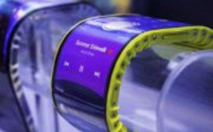 Lenovo представила гнучкий смартфон-браслет