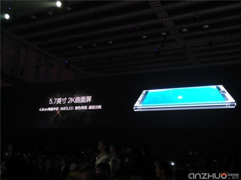У Китаї випустили смартфон з величезною батареєю