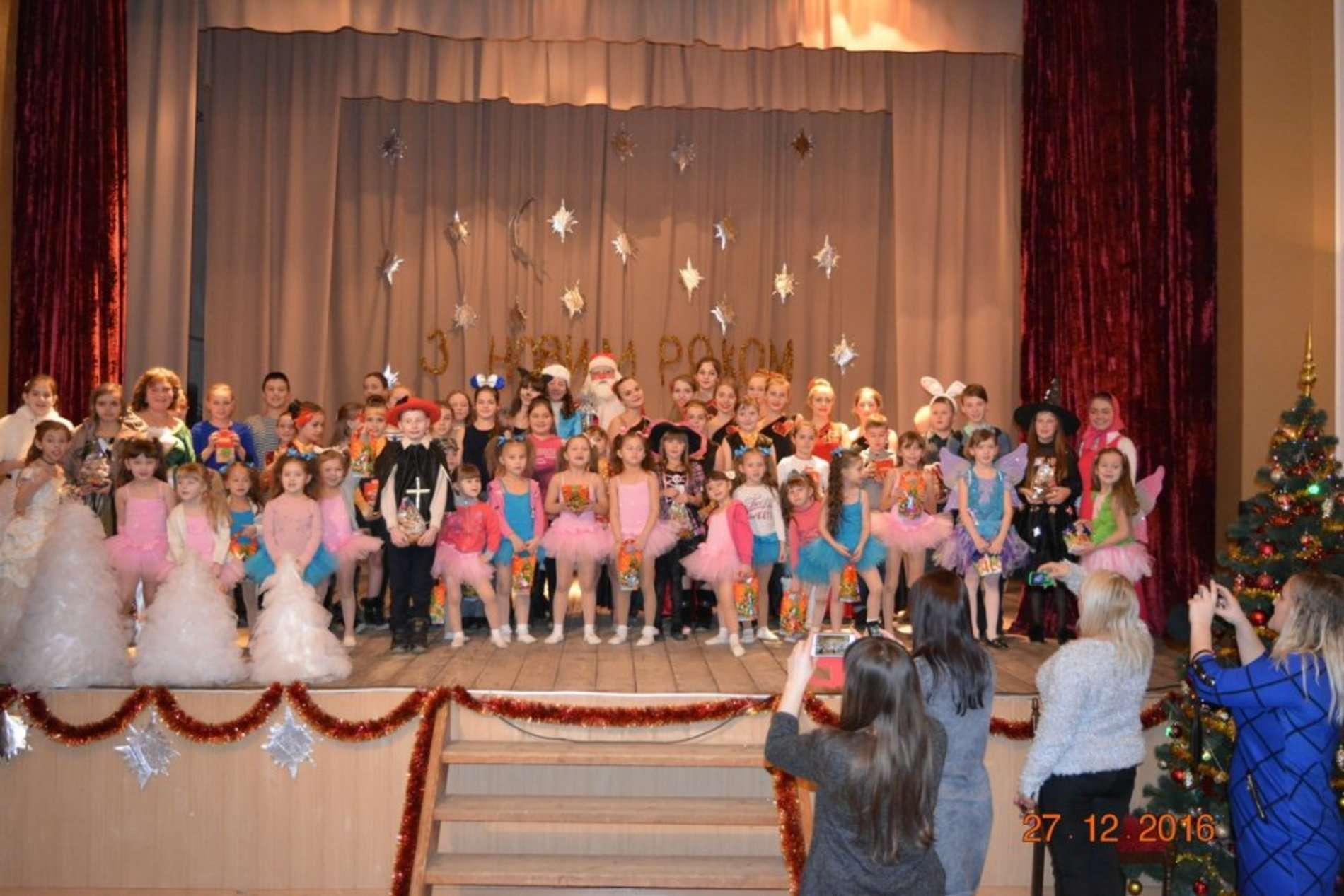Театралізоване новорічне свято Кожен з нас чудес чекає відбулося у БК Роша