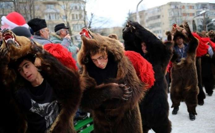 Парад ведмедів: як в Румунії проводжають 2016 рік