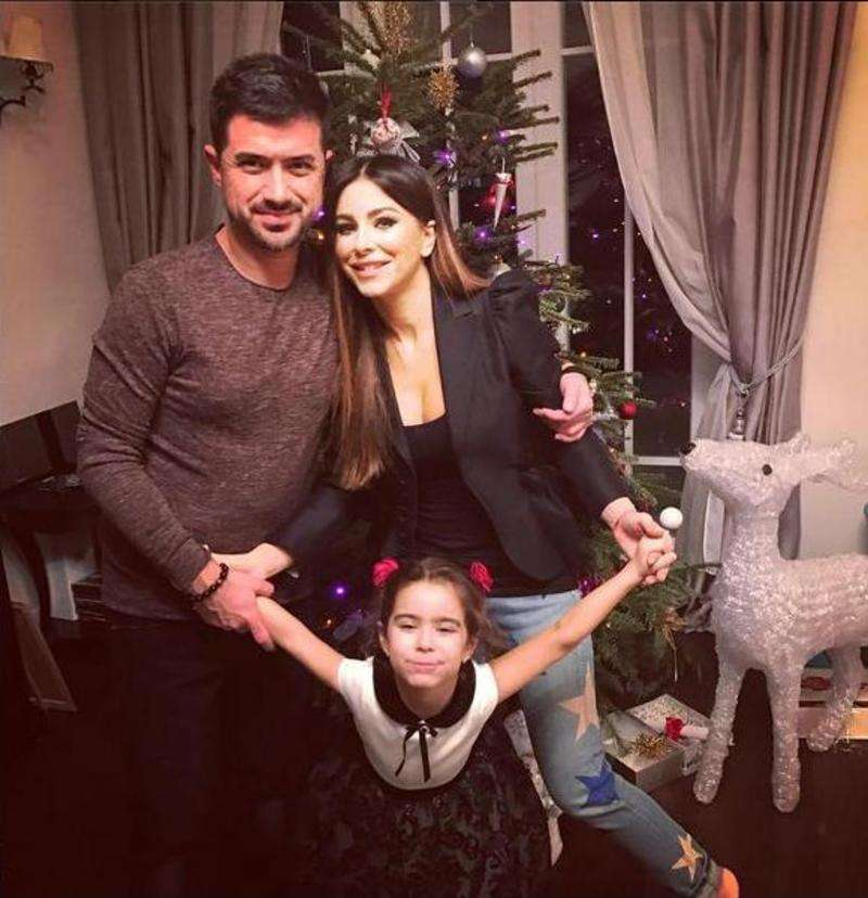 Ані Лорак показала сімейну ідилію біля новорічної ялинки