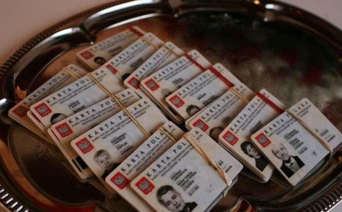 Польща почала виплачувати фінансову допомогу власникам карти поляка
