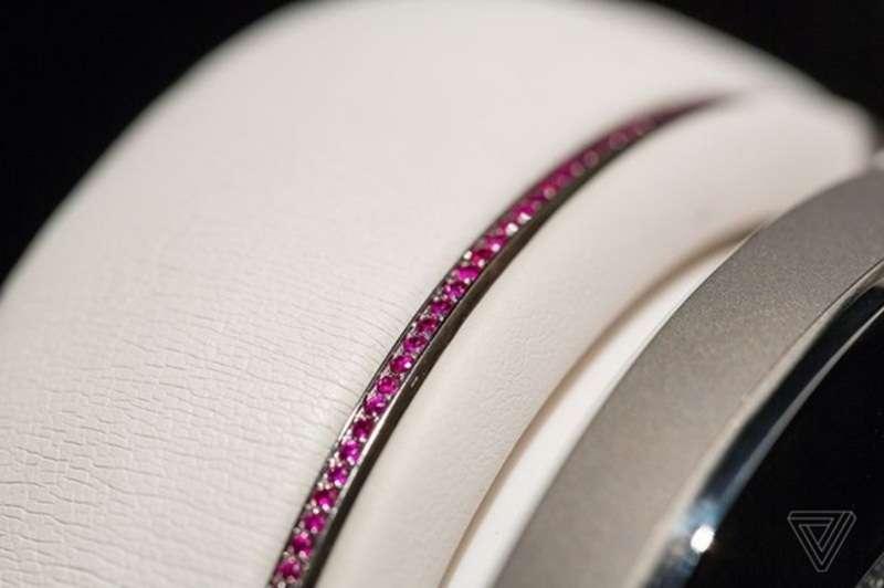 Діамантові навушники показали на CES 2017