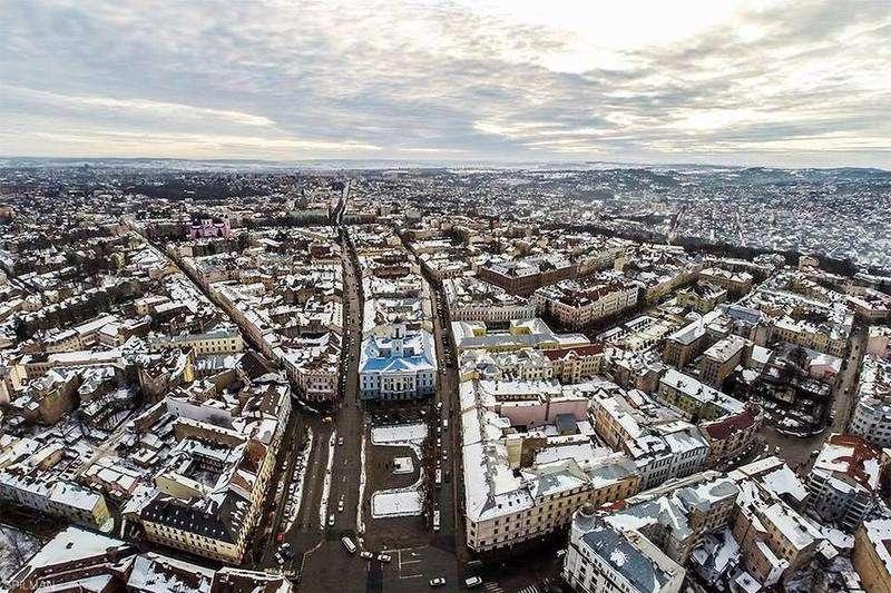 В Інтернеті з'явилося давнє фото центральної частини Чернівців