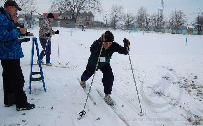 У Новоселиці відбулися лижні перегони