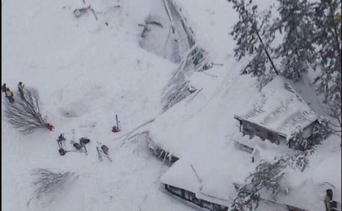 В Інтернеті з'явилося відео з італійського готелю, похованого під снігом