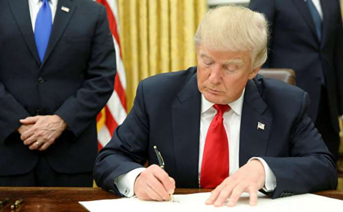 Трамп частково зупинив реформу охорони здоров'я Обами