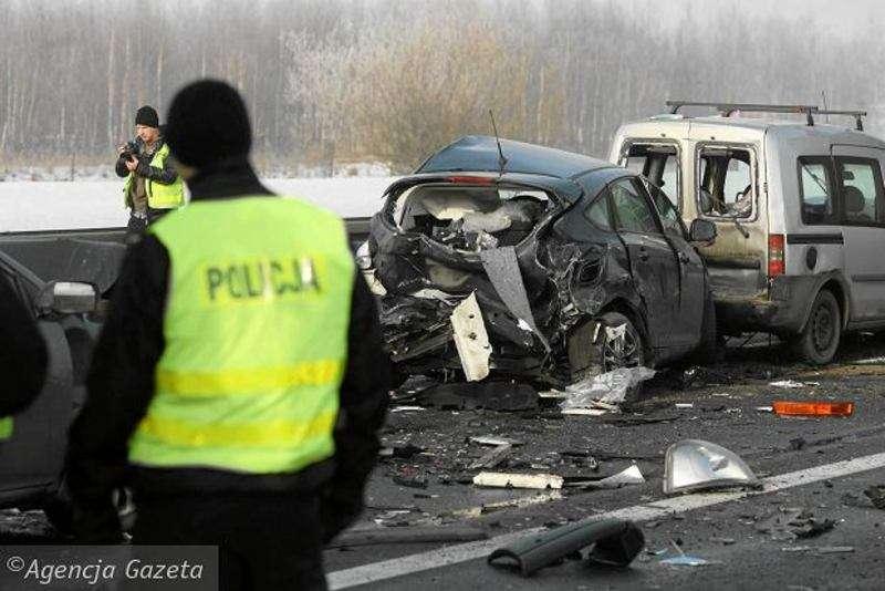 В Польщі через туман зіткнулися десятки автомобілів