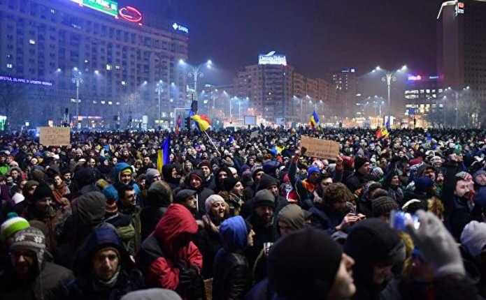 В центрі Бухареста мітингують 80 тисяч людей