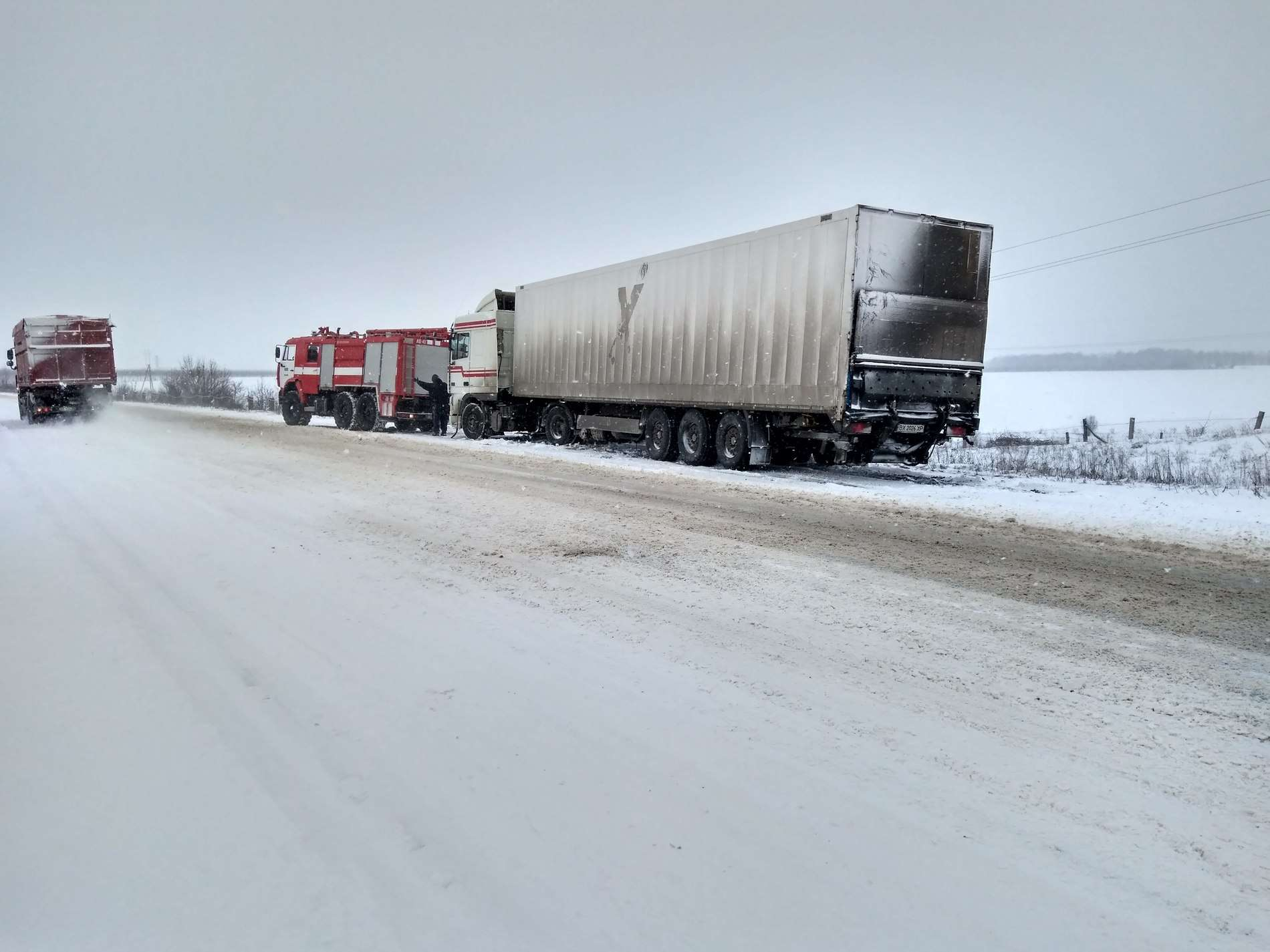 Через негоду на дорогах Буковини застрягли 60 вантажівок