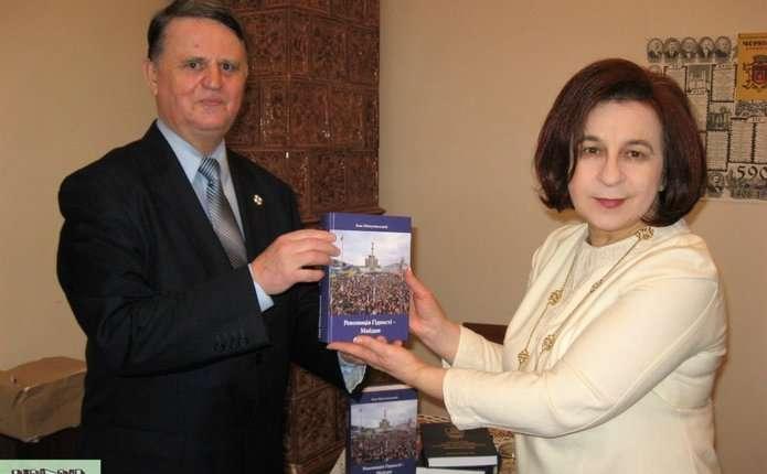 Чернівчанам презентували книгу про Революцію Гідності