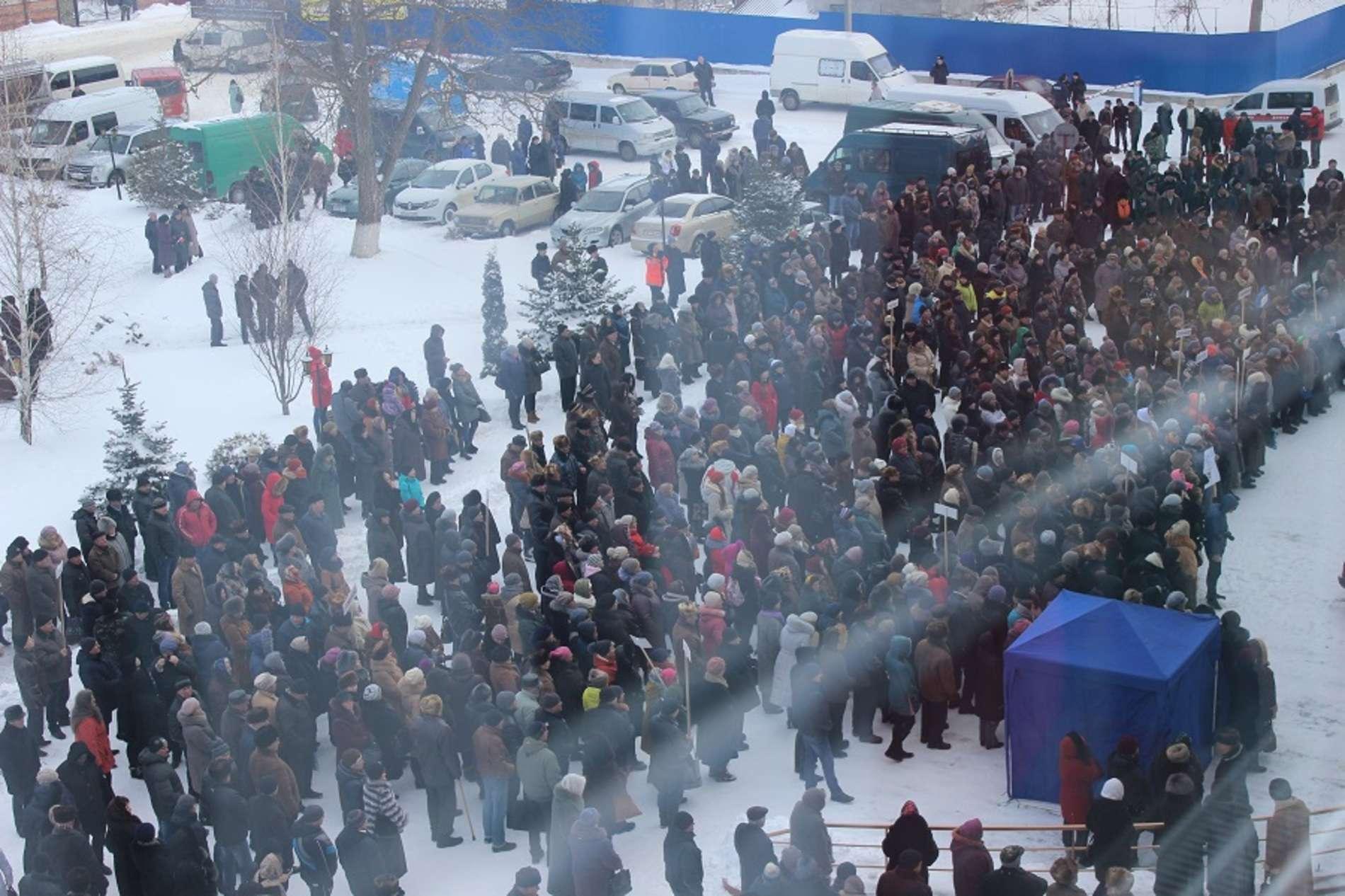 Майже півтисячі буковинців вийшли на віче, аби стати на захист Сокирянської ЦРЛ