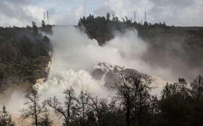 У США оголошена негайна евакуація черезруйнування найвищої дамби