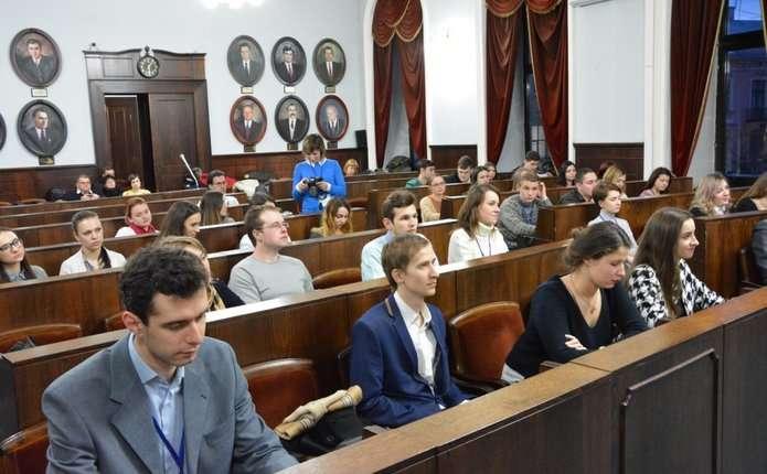 У Чернівцях дієзимова школа для студентської молоді з усієї України