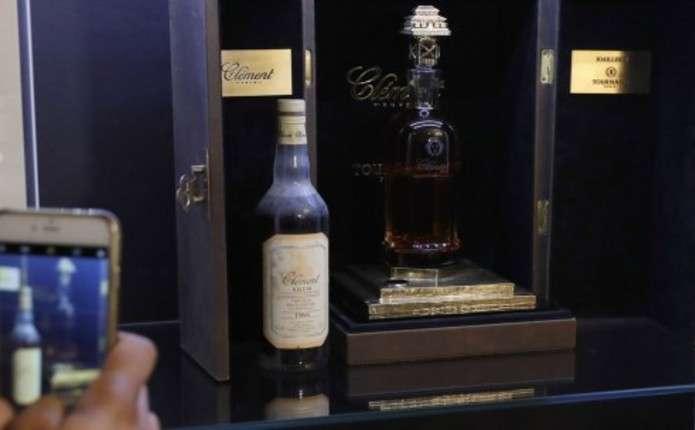 У Франції продали найдорожчу в світі пляшку рому, оздоблену золотом та діамантами