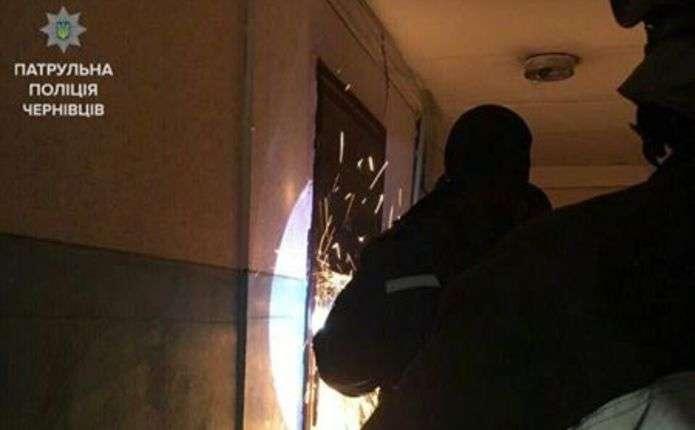 Поліцейські допомогли чернівчанину, який знепритомнів вдома