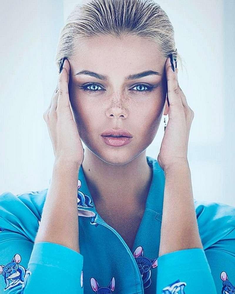 Блакитноока Гросу з ластовинням на обличчі похвалилася новою фотосесією