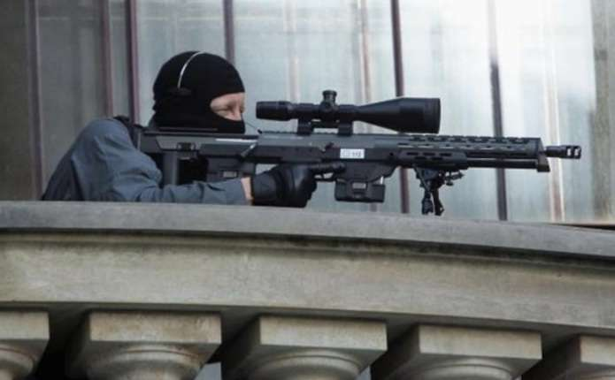 У Франції поліцейський відкрив вогонь під час виступу президента
