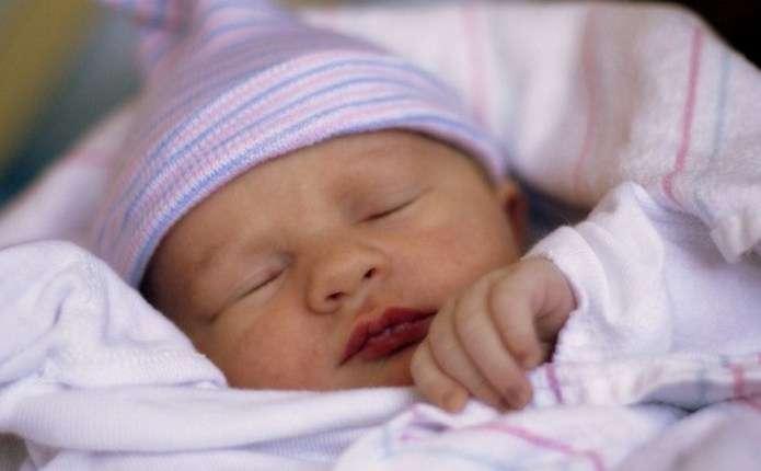 Китаянка народила сина, а через шість днів дівчаток-близнючок