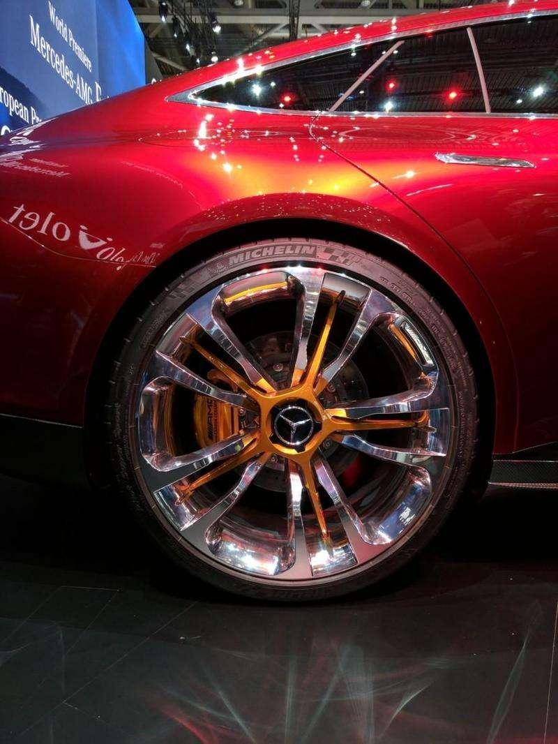 На Женевському автосалоні представили спорт-седан Mercedes-AMG GT