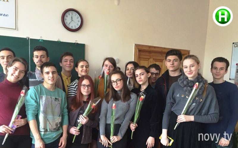 Катя Свинарчук у подарунок на 8 березня отримувала і тюльпан, і телефон
