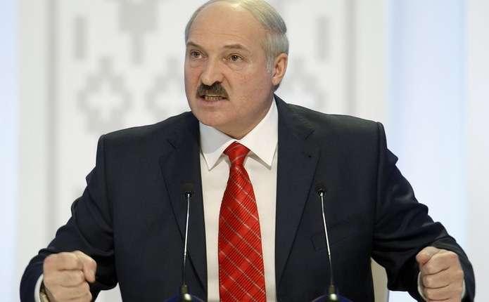Лукашенко наказав чиновникам працевлаштувати дружин і коханок