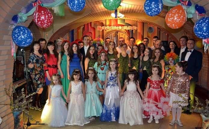 Кращим учням шкіл естетичного виховання Чернівців вручили стипендії ім. В. Івасюка