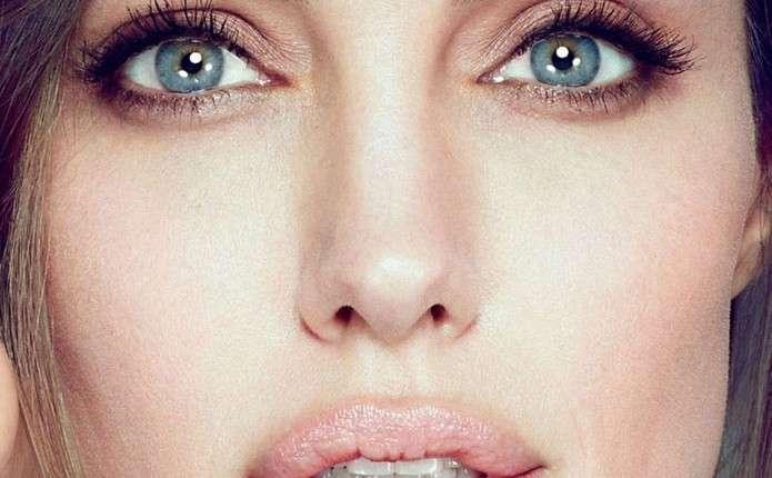 Анджеліна Джолі перефарбувала волосся у рожевий