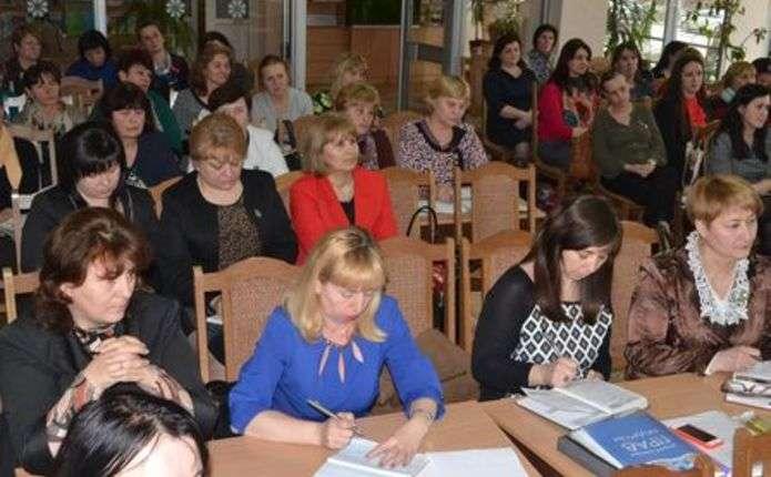 У Чернівцях презентували проекти нових навчальних програм з української та румунської мов