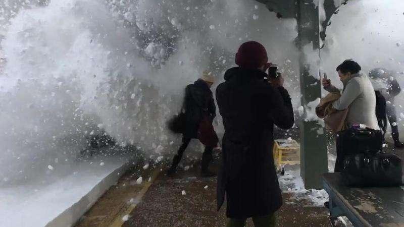 У Нью-Йорку на вокзалі пасажирів накрило хвилею снігу
