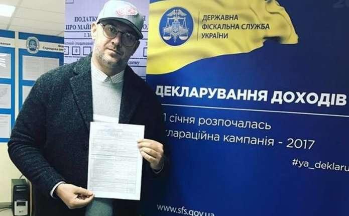 Український співак показав задекларовані доходи і вражаючу суму податків