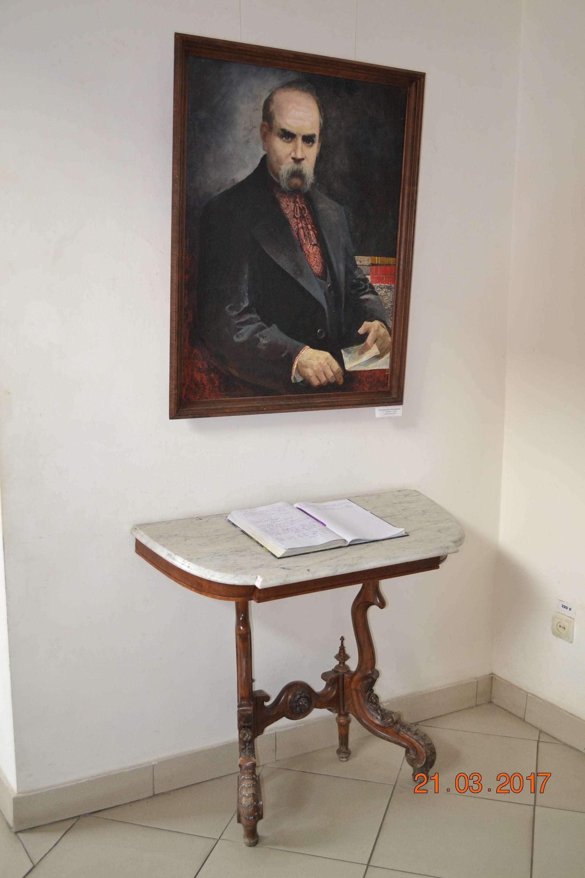 У Чернівцях триває виставка, приурочена шевченківським дням