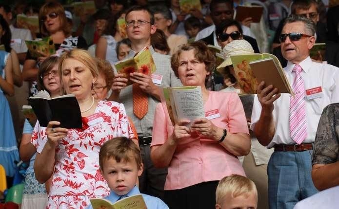 У Росії призупинили діяльність Свідків Єгови