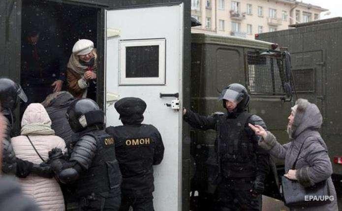 В мережі з'явилося відео процесу затримань в Мінську, зняте безпілотником