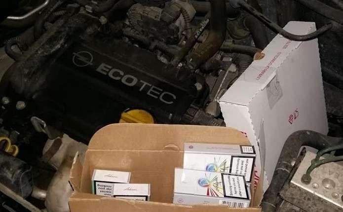 Громадянин Румунії за перевезення цигарок позбувся свого авто