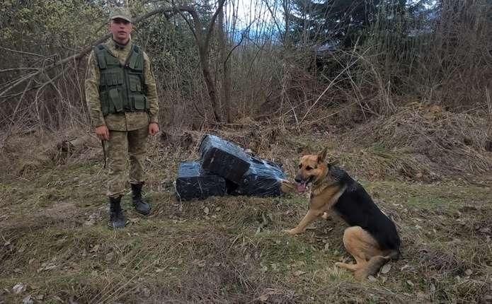 На буковинському кордоні виявили ящики із контрабандними сигаретами